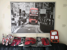 Large London picture with cushions, doorstip and photo frame