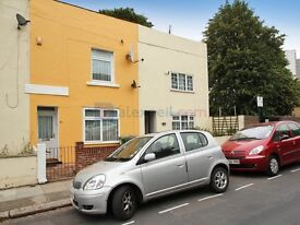 3 bedroom flat in Frederick Place, Woolwich SE18