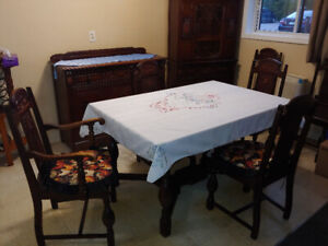 Antique 1940's National Furniture Co. 9 Peice Dining Room Set