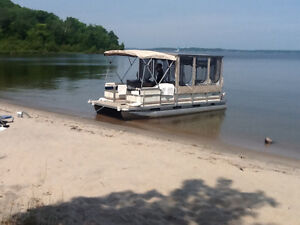 Pontoon cruiser, new upgrades, well equipped and ready to go.