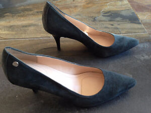 25 Pairs Ladies Shoes/Boots