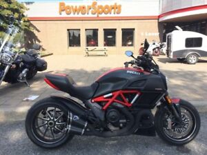 2015 Ducati Diavel Red and Matt Carbon