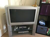 "Sony 32"" 100hrz , Dolby surround CRT TV , excellent condition with stand and remote"