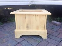 UNFINISHED WESTERN RED CEDAR HAND CRAFTED PLANTER