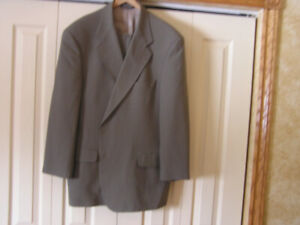 Men's 100% Wool Taupe Light Green Suit Size 48R Like New