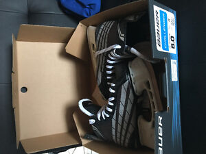 Lake country size 8 (shoe size 9-10) Bauer Challenger Skates