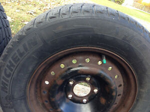 4 Winter tires 205 / 70 R15 MICHELIN X-ICE with rims good shape West Island Greater Montréal image 4
