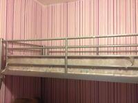 Solid triple metal bunk bed