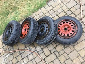 set de pneu d'hiver 15po  185/65R15 88T bolt pattern 5x110
