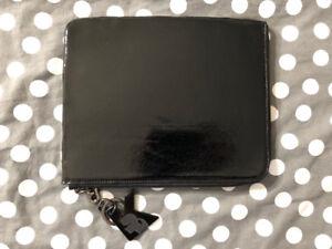 Étui iPad Air (ou toute grandeur semblable) Karl Lagerfeld