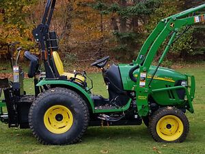 John Deere 2520 Diesel - LIKE BRAND NEW only 110 Hours