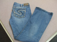 SILVER Tuesday Low Rise Distressed/Destroyed Stretch Jeans 34/31