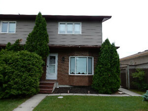 LARGE SIDE-BY-SIDE FAMILY HOME W/ DBLE GARAGE IN GARDEN CITY