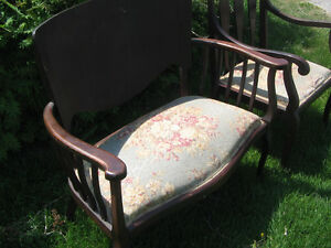 ANTIQUE SETEE AND CHAIR Kawartha Lakes Peterborough Area image 2