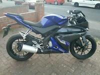 Yamaha yzf r125 blue and black 2014 new shape only done 1100 miles one owner only