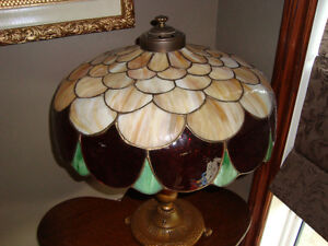 GREAT VINTAGE STAIN GLASS LAMP FROM THE EARLY 1900's