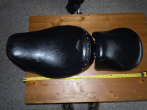 HARLEY TOURING SEAT 2 PART IN EXCELLENT CONDITION.