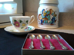 """Queen Anne"" Fine Bone China Teacup & Saucer + FREE Teaspoons Se"