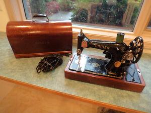 Vintage Singer Sewing Machine(1948)