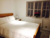Beautiful double bedroom to rent in Whitecliff, Poole - available immediately. Room