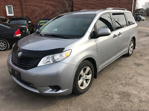 2013 Toyota Sienna Back-Up Camera  NO ACCIDENT/NOT A RENTAL