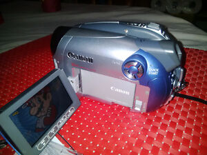 Canon DC210 DVD Camcorder with 35x Optical Zoom /1000x digital z