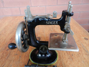 Singer Toy Childs Sewing Machine Cast Iron
