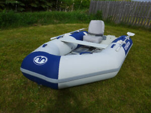 Inflatable dinghy boat 9' in great condition, only two years old