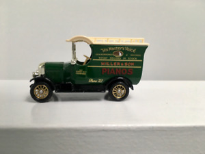 Lledo Days Gone Collection/ 1926 Bull Nose Van