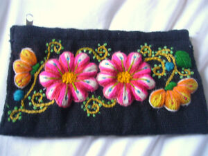 LITTLE BAG PURSE WITH EMBROIDERY FLOWERS. ANDEAN ALPACA HANDMADE