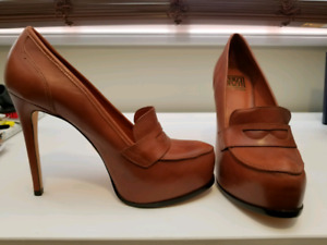 Women's Shoes Size 9.5 Brand New!