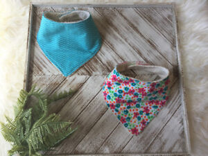 Set of Baby Bibs With Floral Print