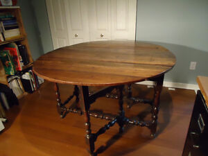 Antique William and Mary Table Kingston Kingston Area image 1