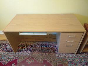 bureau pour ordinateur/computer desk