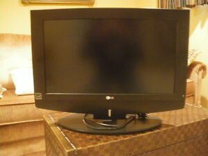 "23"" LG flat screen TV"