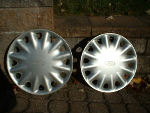 "Caps de roues enjoliveurs (x2) 14"" Ford hubcaps"