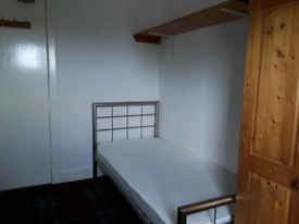 SMALL ROOM TO LET IN A LARGE DETACHED HOUSE EPCD56