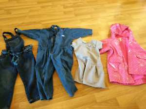 Lot of 4 nice pieces girl size 4 files wow !