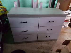 Dresser and nighstand set
