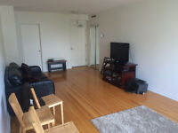 1 MONTH FREE!! BRIGHT, SPACIOUS 2-BEDROOM APARTMENT