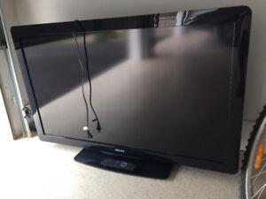 """46"""" LCD flat panel screen tv Phillips, 1080p 60HZ 120v"""