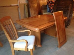 REDUCED!!!!! Must see! Solid oak table with leaf and 6 chairs!