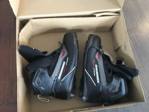 Size 9.5 Salomon Escape 7 Pilot boots