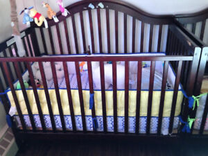 Stork Craft Ravena 2-in-1 Crib With Bed