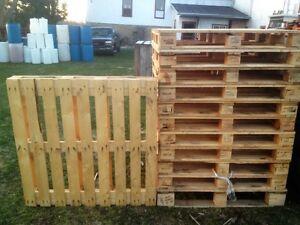 palettes 40 par 48   bois   ou  bobinne de bois pour décor