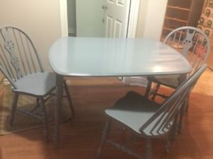 free delivery- newly refinished solid wood dining table 3 chairs