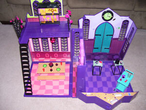 Monster High High School and Car