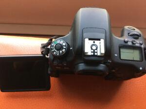 CANON T6S COMME NEUVE AVEC 50mm 1.8 STM