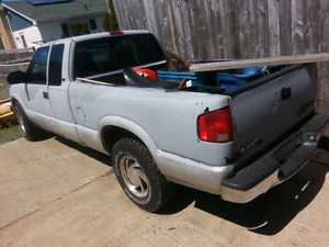 99 chevy 4x4 s10  parts 4 sale  !!