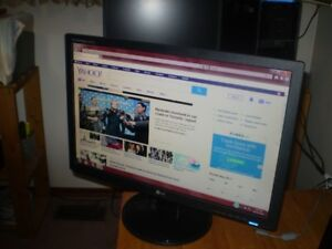 "LG 22"" COMPUTER MONITOR WIDEWCREEN In Exc. Condition"